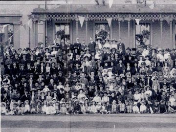 1911-Guests-1